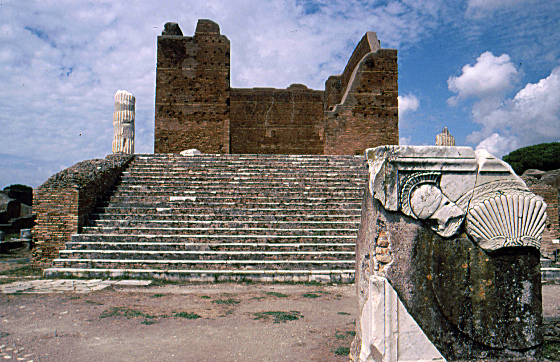 Capitolium di Ostia Antica [Foto: Esther Westerveld (CC BY 2.0)]