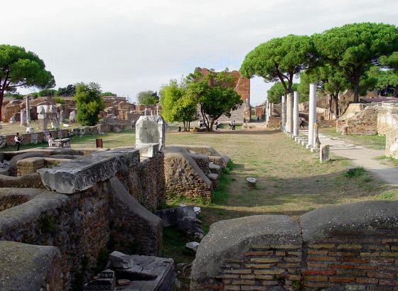 Forum di Ostia Antica [Foto: (modificata): Roger Ulrich (CC BY-NC 2.0)
