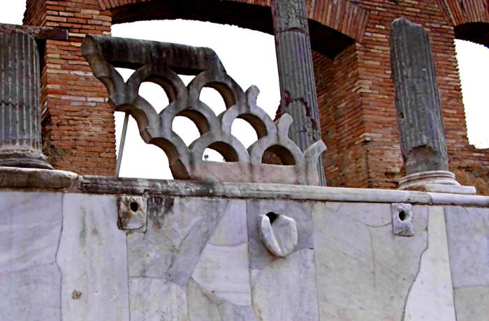 Portico della Fontana con Lucerna