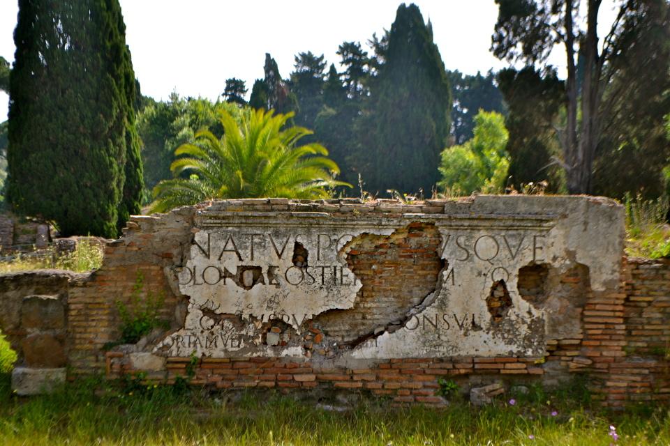 Iscrizione sulle mura di Porta Romana [Foto: Federica Sequi | Some rights reserved]