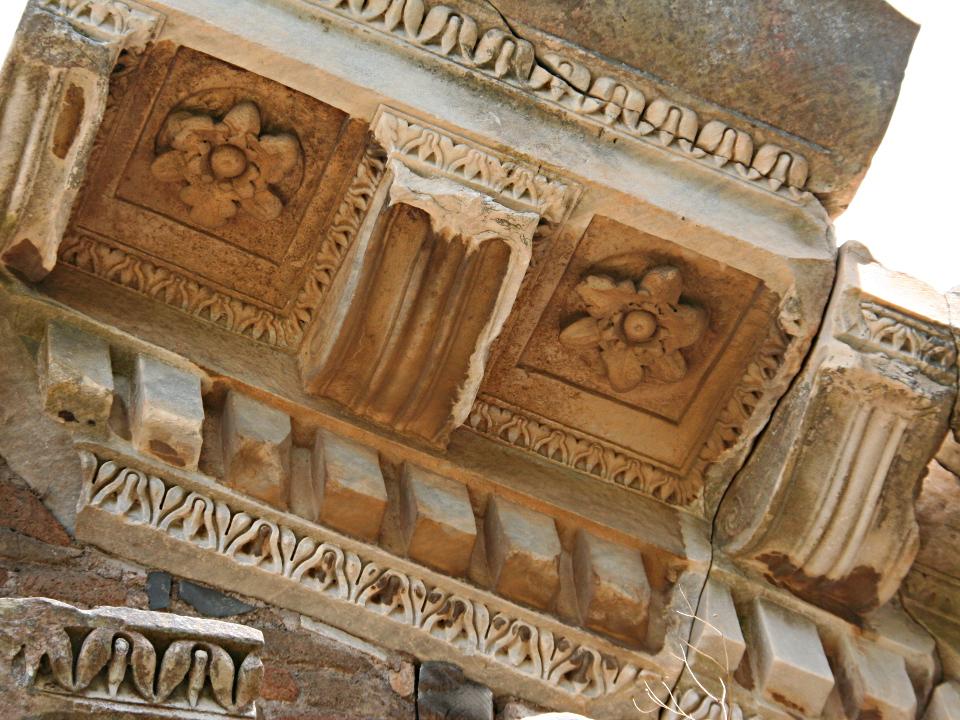 Frammento marmoreo del tempio