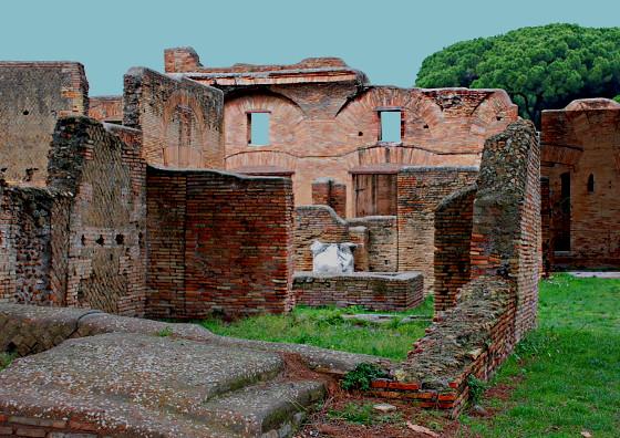 Caseggiato del Pantomimo Apolausto e Caseggiato del Balcone Ligneo