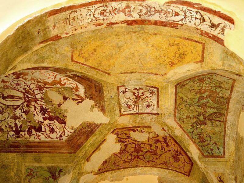 Gli affreschi dello scalone del Castello di Giulio II
