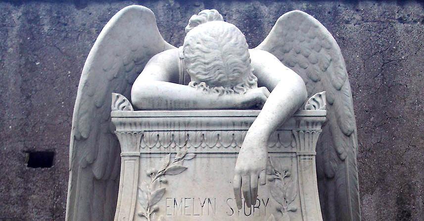 Tomba dello scultore William Wetmore Story e di sua moglie Emelyn Story nel Cimitero Acattolico di Roma. La statua dell'Angelo del dolore è opera del 1894 dello stesso Story. [Foto: Lucius Commons]