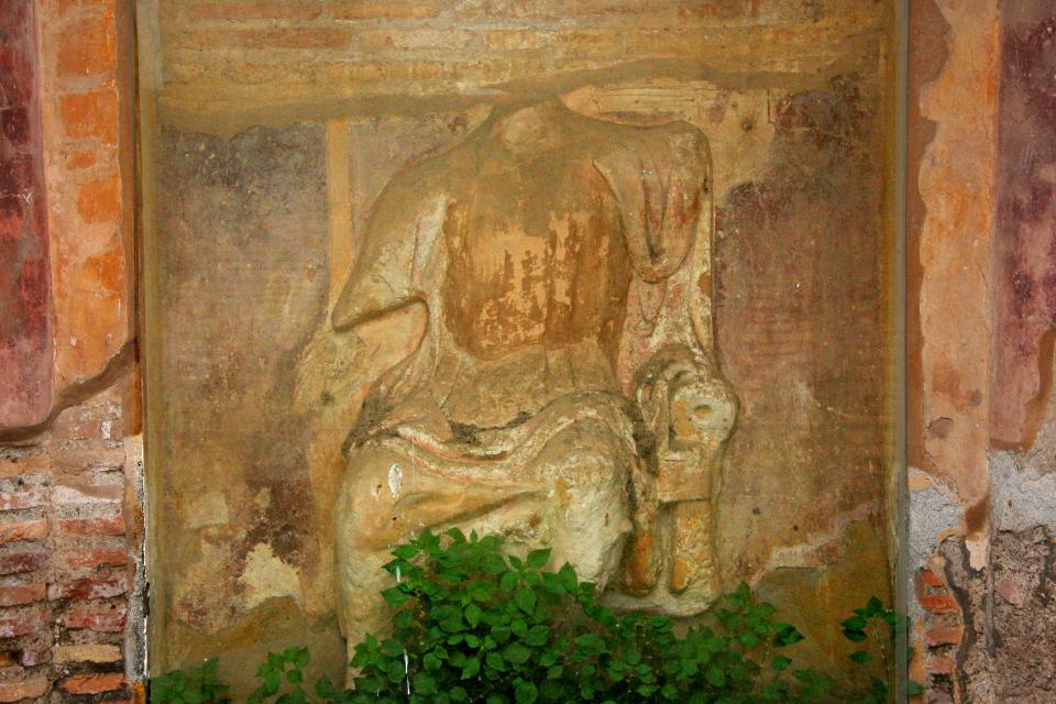 Rilievo raffigurante Serapide sul trono