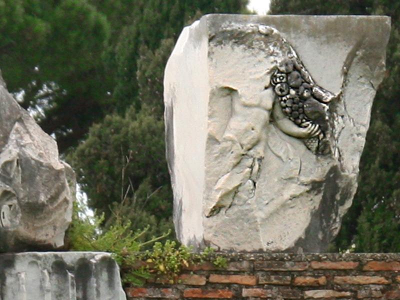 Particolare della decorazione marmorea della Basilica di Ostia Antica