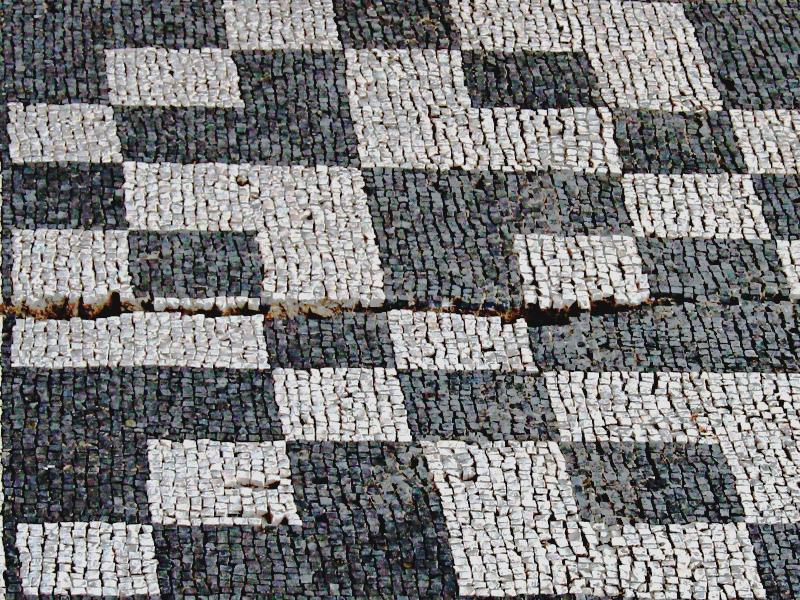 Frammento di un mosaico pavimentale, oggi fissato a un muro esterno[Foto: Klaus Heese | archivio]