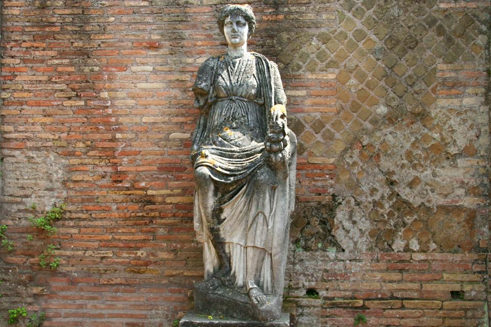 La dea Fortuna Annonaria o la personificazione della città di Ostia?